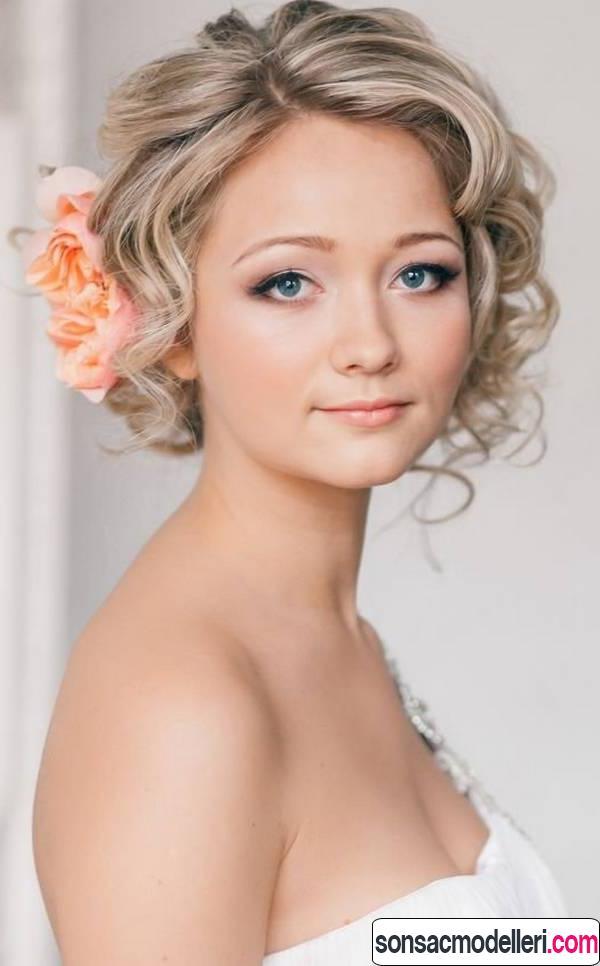 Dalgalı çiçekli gelin saçı