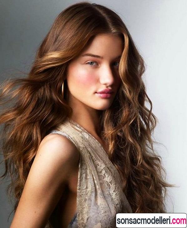 Uzun saç için Dalgalı saç modeli örneği