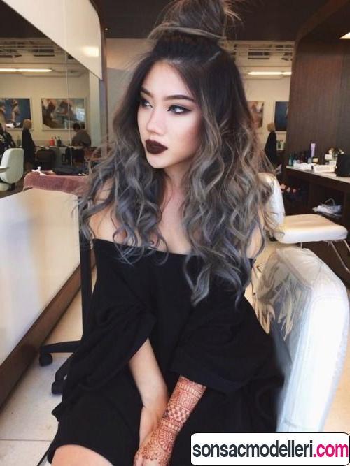 Dalgalı gri saç modeli