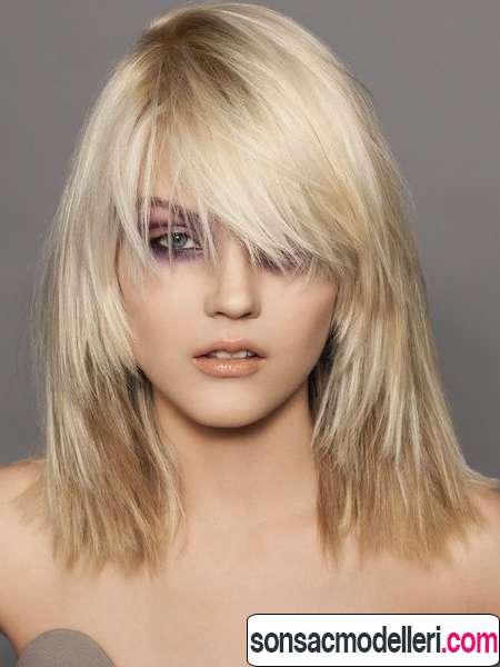 Orta boy Katlı sarı saç modeli
