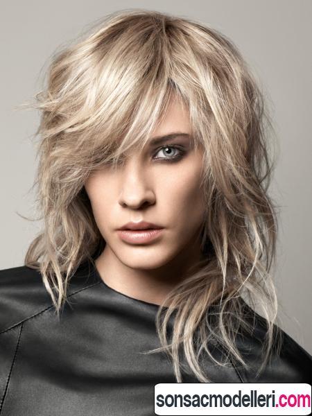 Karışık küllü sarı ince telli saç kesimi