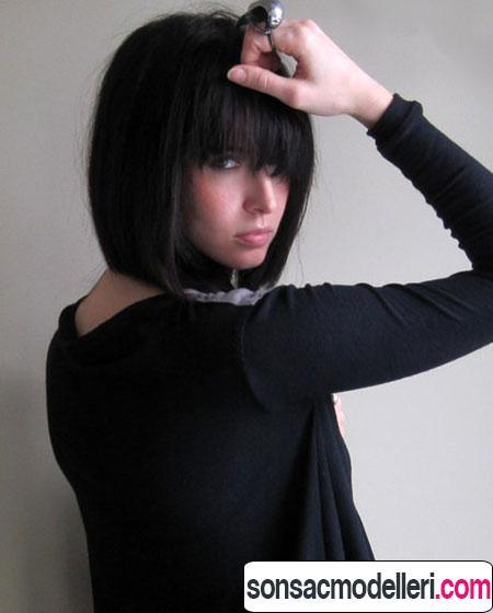 Siyah kısa kahküllü saç modeli