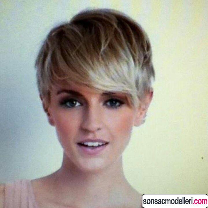 Dalgalı saçlar için kahküllü pixie saç modeli