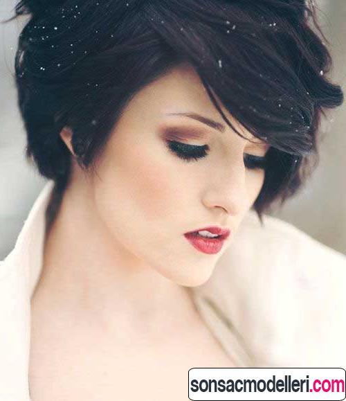 kalın saçlar için katlı dalgalı kısa saç şekli