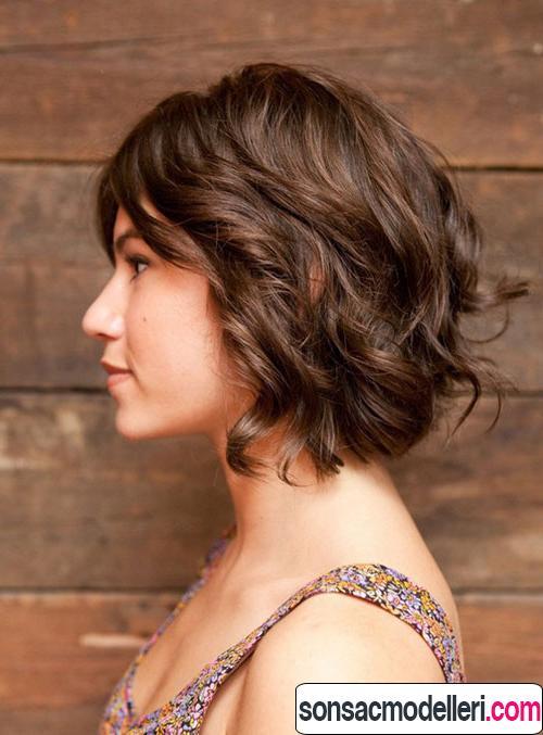 Kısa saçlara uygun dalgalı saç modeli