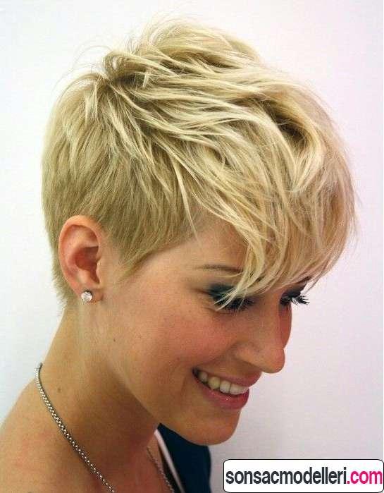 Katmanlı kısa pixie saç modeli