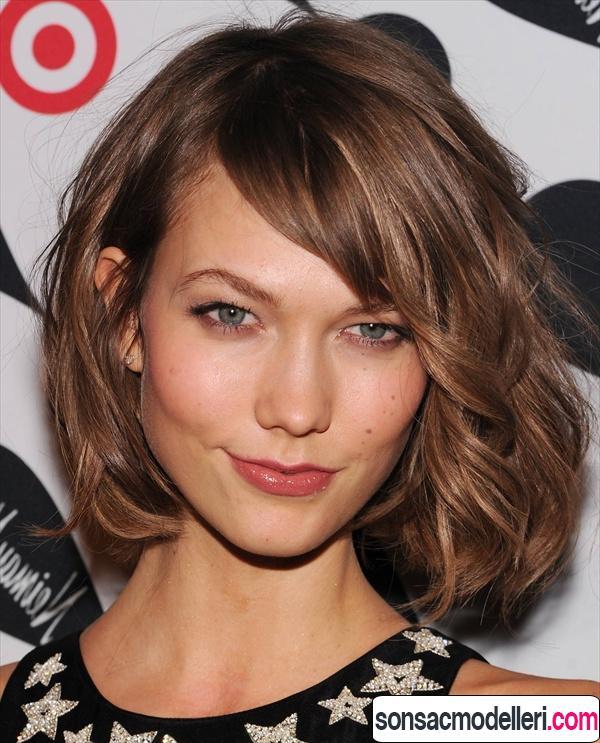Dalgalı orta boy saç kesimi