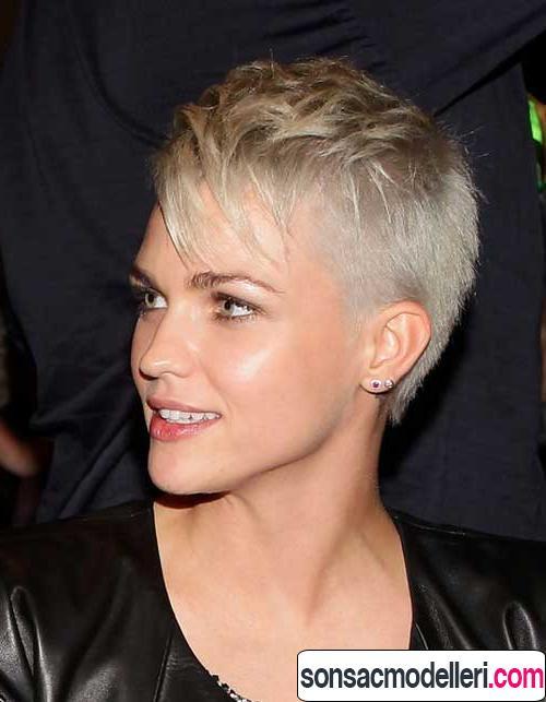 sarı pixie saç modeli