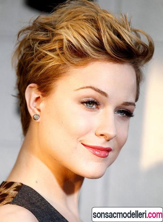 Dalgalı pixie saç modeli