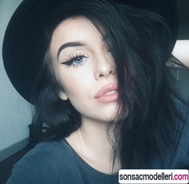 Siyah saç renki göz makyaj