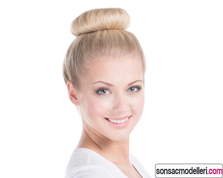 Tepeden topuz saç model örneği
