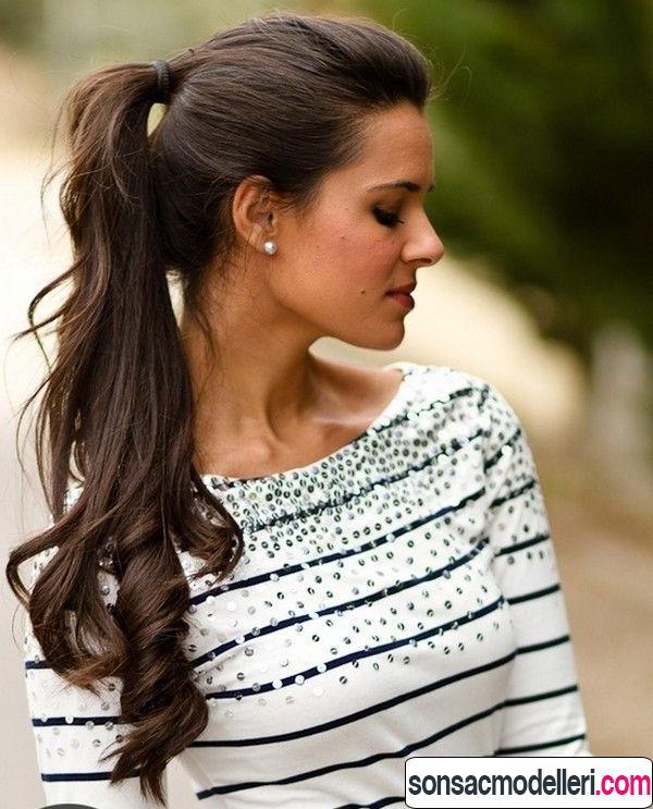 Uzun saçlara uygun atkuyruğu saç modeli