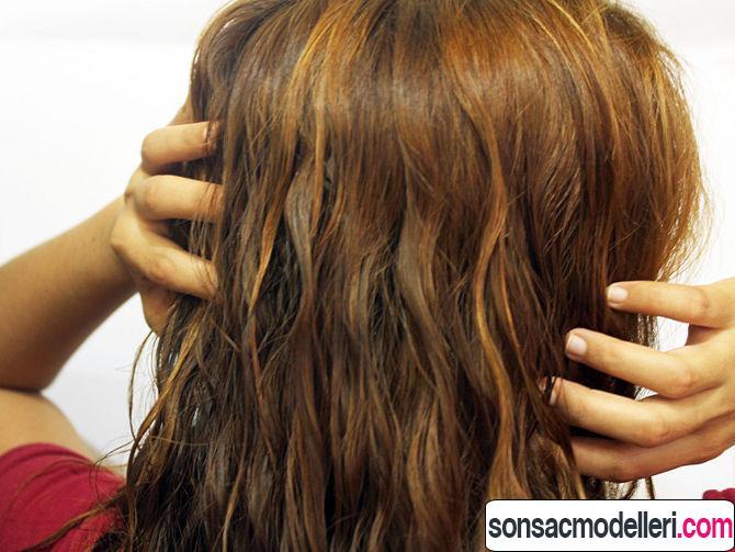 Uzun dalgalı saç bakımı yaparken