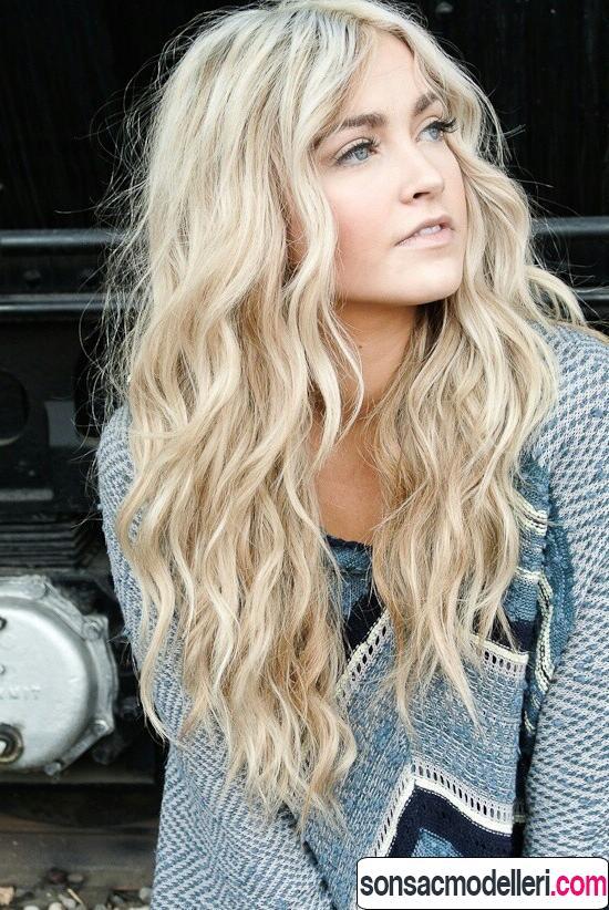 Sarı uzun dalgalı saç model örneği