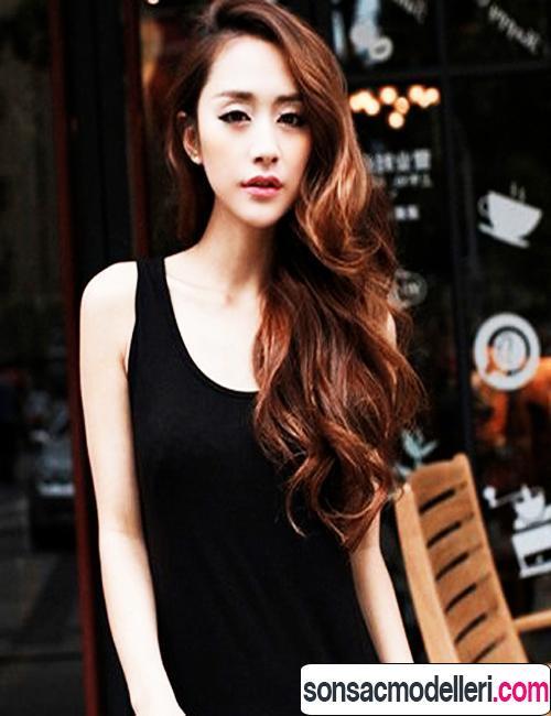 Uzun harika dalgalı saç modelleri