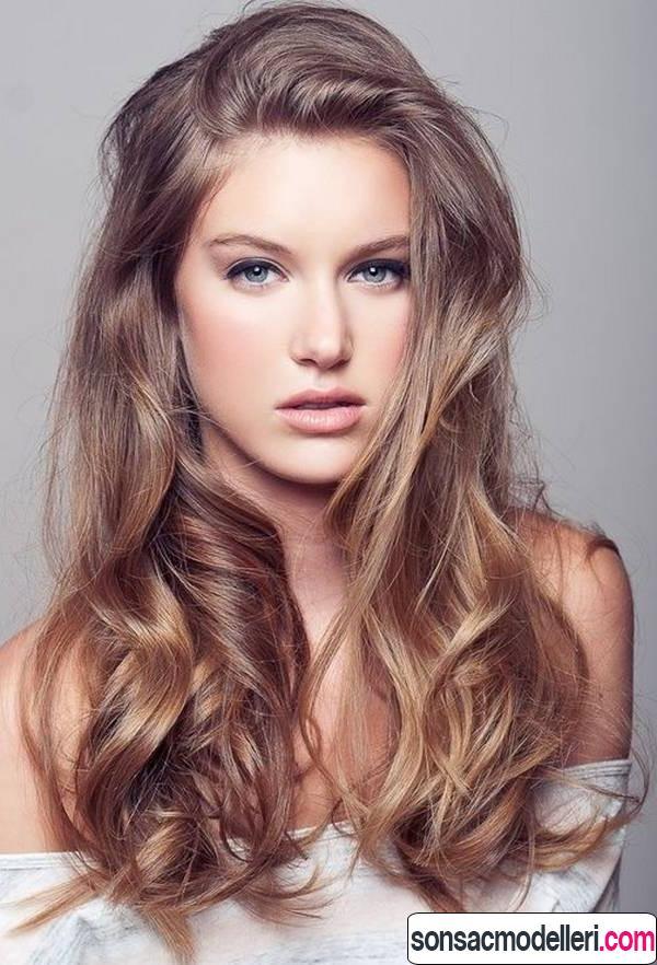 Dalgalı uzun saç modeli