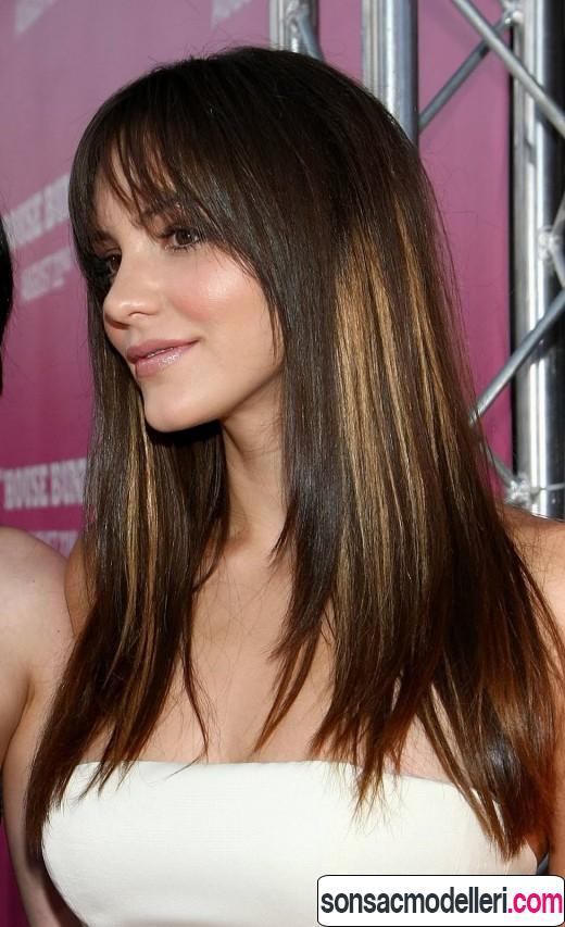 Kahküllü uzun düz saç modeli