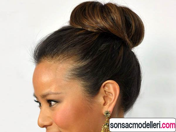 Yukarıdan topuz saç stili