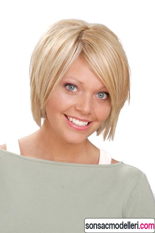 Katlı sarı kısa saç kesimi