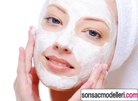 Ciltteki ton farklılıklar için yoğurt karbonat maskesi