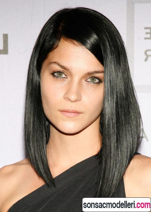 düz asimetrik saç şekli width=