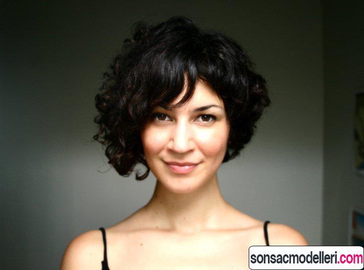 kıvırcık bob asimetrik saç modelleri