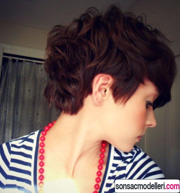 Kıvırcık pixie saç modeli