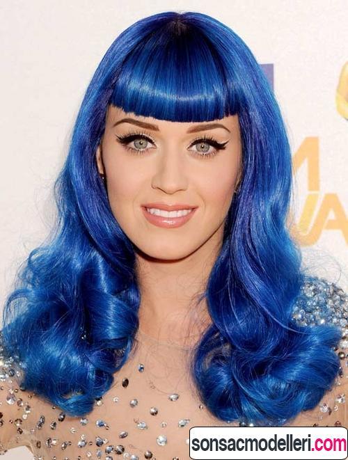 Neon mavi saç modelleri