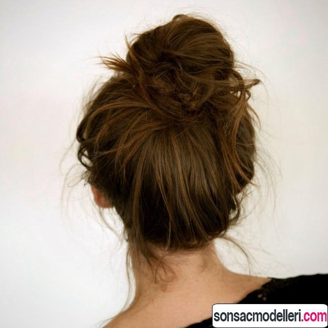 Kestane rengi dağınık topuz saç modeli