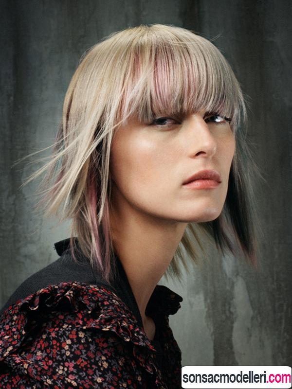 Orta boy kahküllü düz katlı saç modeli