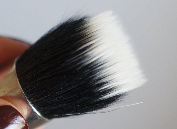 MAC 130 Short Duo Fibre Brush