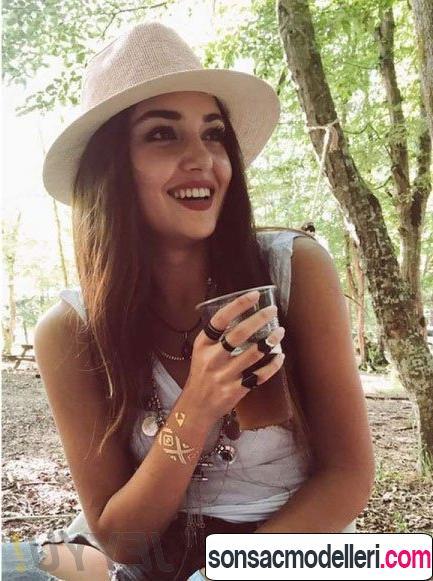 Hande Erçel şapkalı
