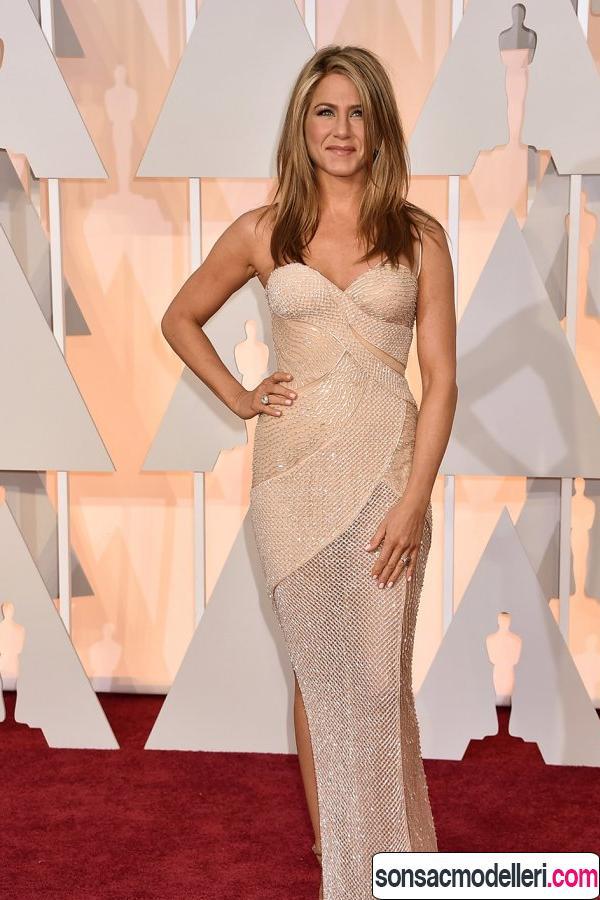 Jennifer Aniston kırmızı halı saç modeli