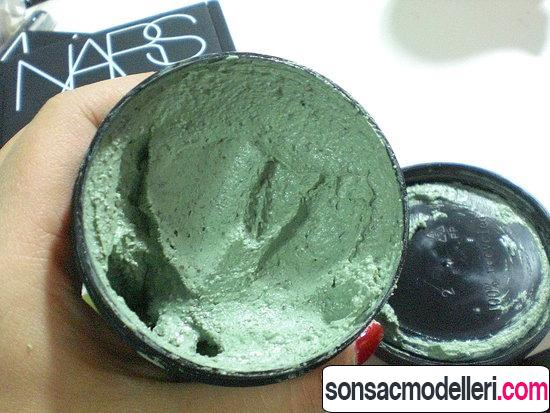 Lush Mask of Magnaminty Sırt ve yüz maskesi uygulama