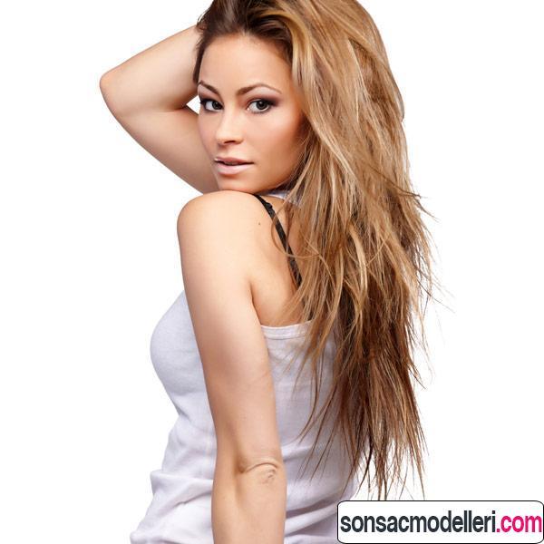 dalgalı uzun katlı saç modeli