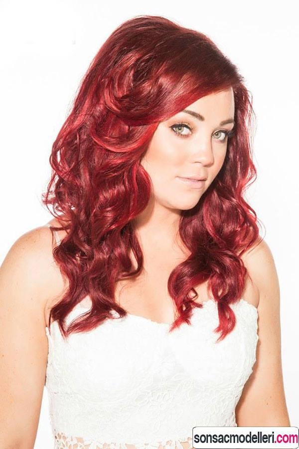 kadife kırmızısı saç rengi