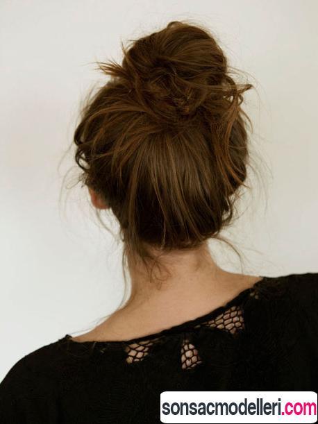 orta boy saçlar için dağınık topuz