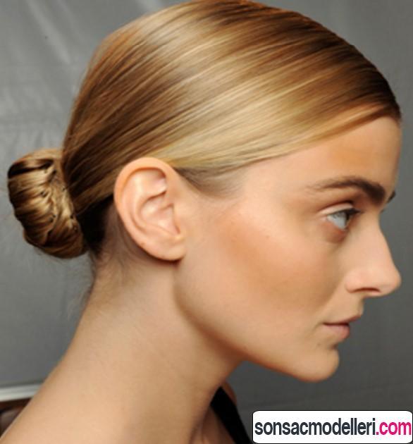 kısa saçlar ile yapabileceğiniz topuz saç modeli