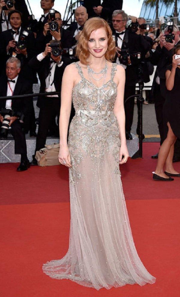 Jessica Chastain cannes film festivali kıyafet