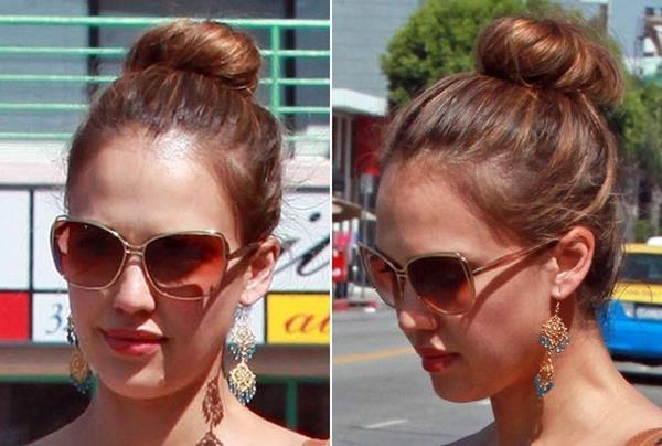Jessica Alba tepeden topuz saç modeli