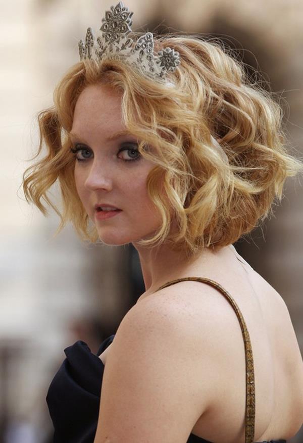 Lily Cole kısa saç modeli