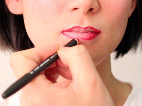 dudak kalemi uygulayın