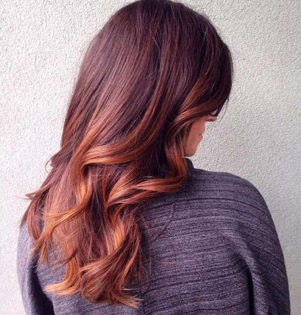 Bu renk sonbahar için mükemmel bir seçim çünkü tam bir sonbahar rengi. Ayrıca parlak bakır renginde bulunan hafif ışıltılar koyu saçlarınıza harika bir hava katacak.