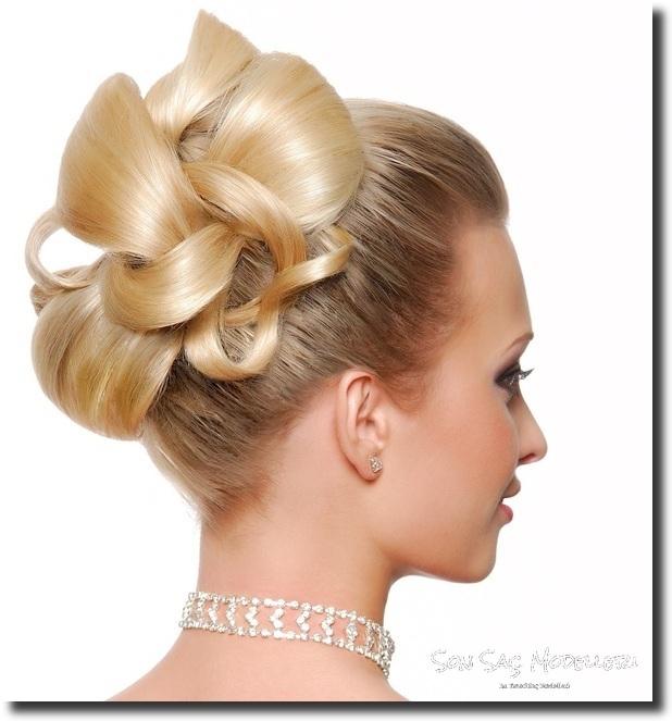 Stilinize Feminenlik Katacak Romantik Saç Modelleri (15)
